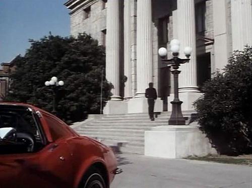 """Schody budynku sądu w serialu """"Ironside"""" z 1967 roku"""