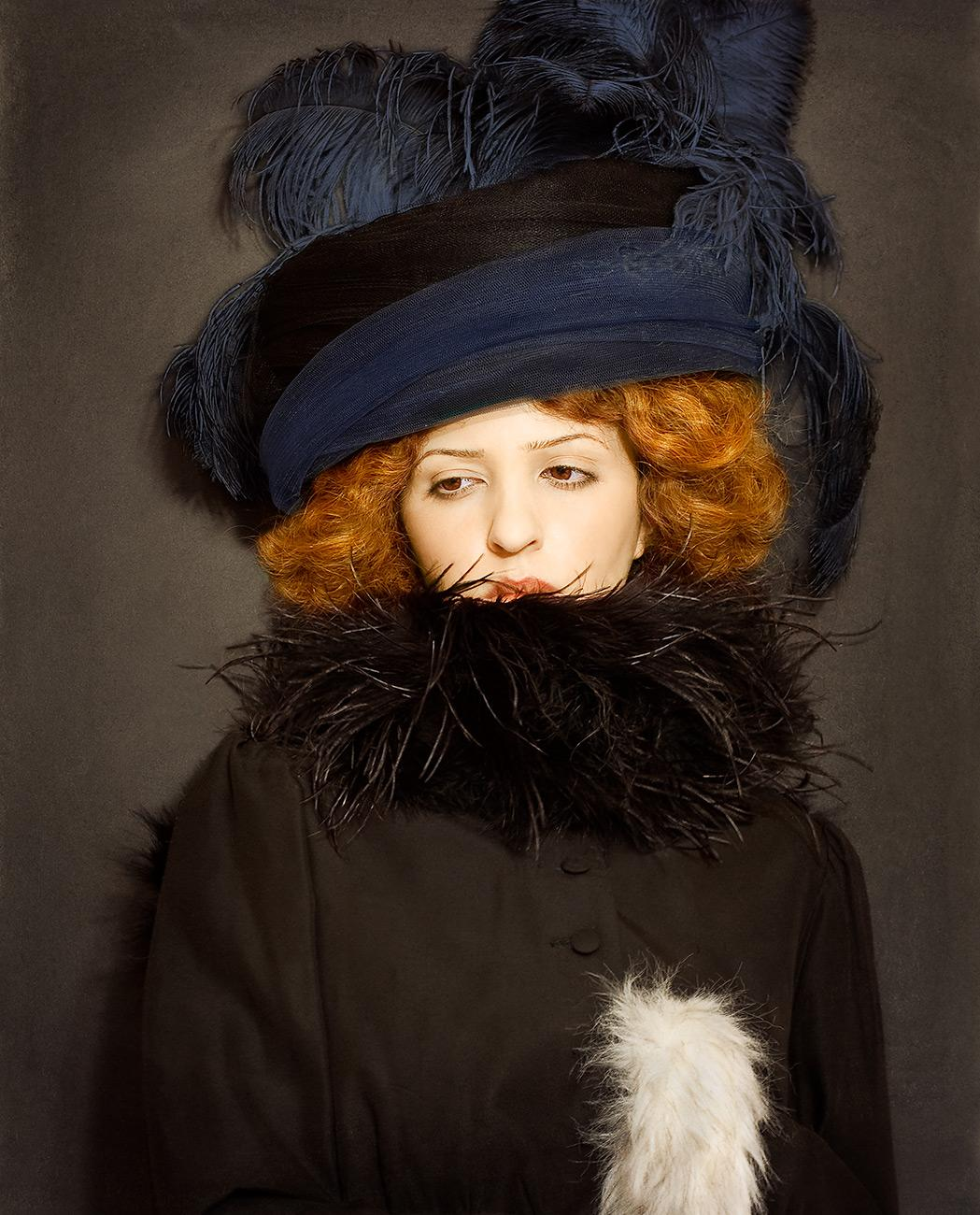 lady-with-hat-and-feather-boa-gustav-klimt-foto