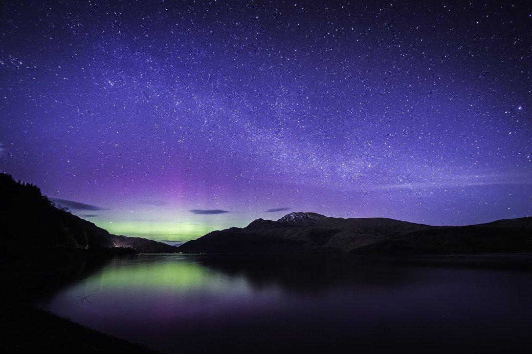 Półtora roku polowania na zorze zaowocowało w marcu 2016 roku nad jeziorem Loch Lomond. (fot. Remigiusz Latek)