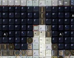 Popkulturowe mozaiki z klawiaturowych klawiszy
