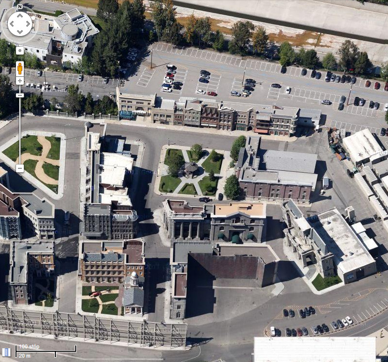 A tak plac i gmach sądu wygląda obecnie - zdjęcie lotnicze z Google Maps wykonane w 2013 roku
