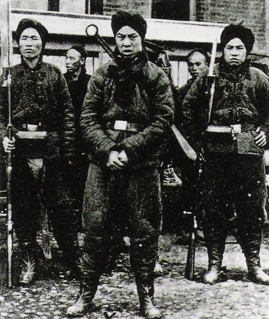 Pięściarzy to oni nie przypominali (fotografia z 1900 roku)