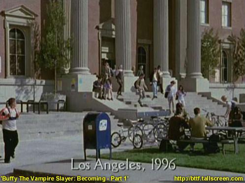 """W 1998 roku przed sądem zjawiła się ekipa serialu """"Buffy: Postrach wampirów"""". Budynek widać w odcinku """"Becoming"""", gdzie użyto go w scenie retrospekcji"""