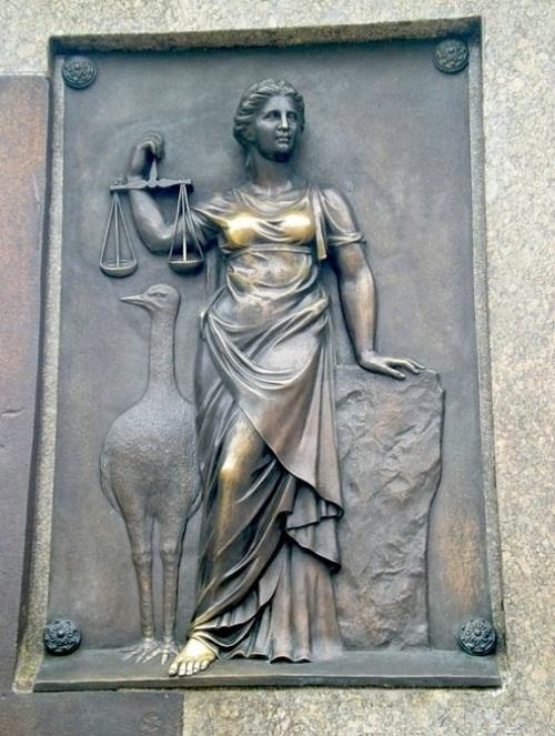 Nie ma miłości, bez sprawiedliwości. Relief na pomniku diuka Richelieu w Odessie.
