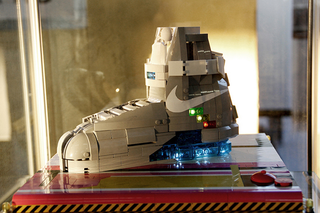 Back-to-the-Future-II-Lego-19