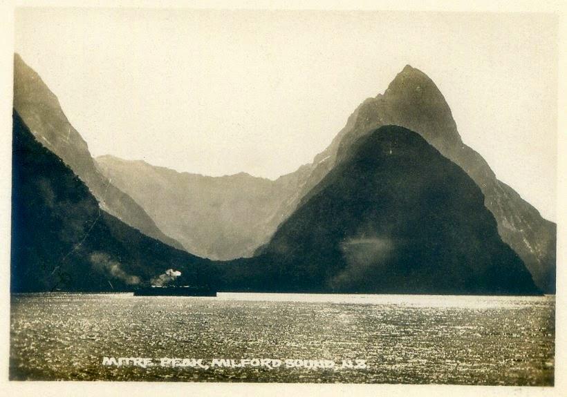 Milford Sound i Mitre Peak około 1880 r.