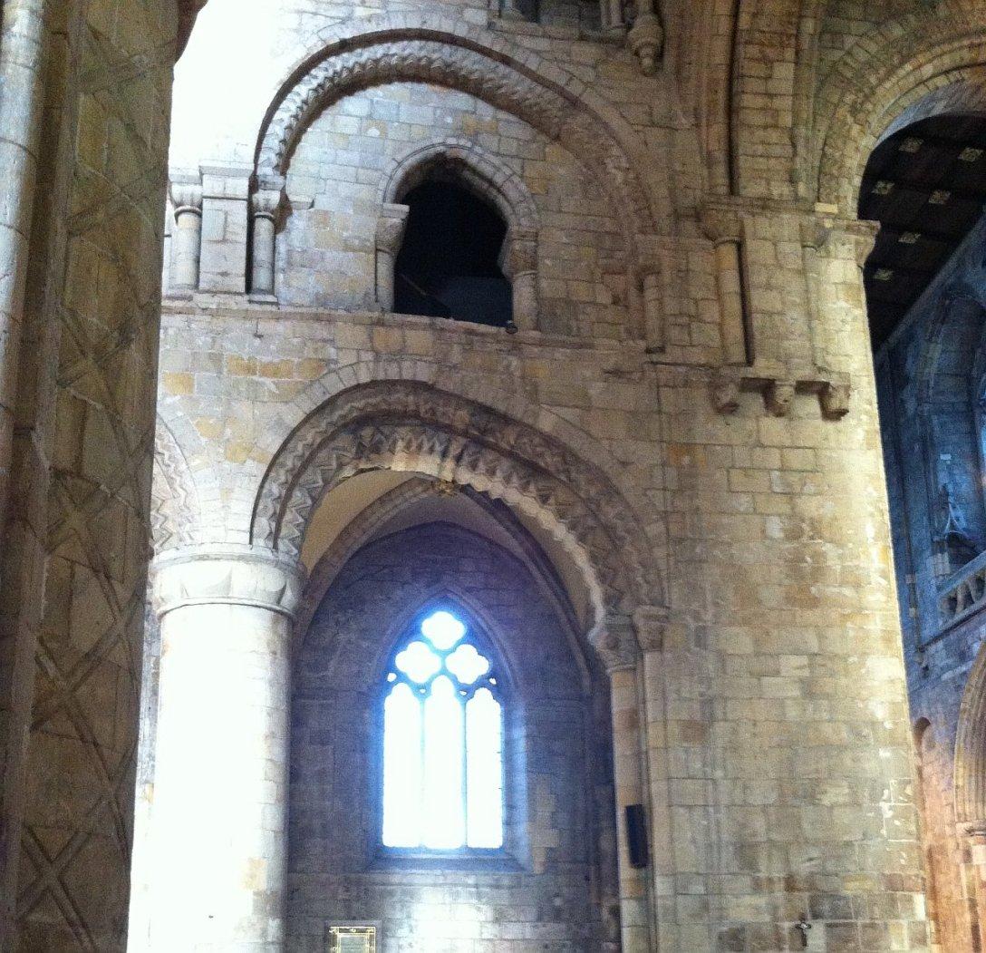 Łuk ze wszech miar triumfalny. (Selby Abbey, Yorkshire, Wielka Brytania)