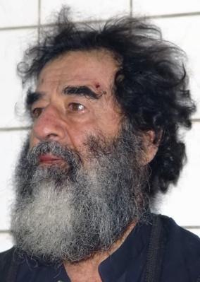 Niektóre media spekulują, że gdyby Hussein oddał 27 litrów krwi w dwa lata, zachorowałby na anemię. Sami oceńcie, czy na tym zdjęciu był zdrowy.