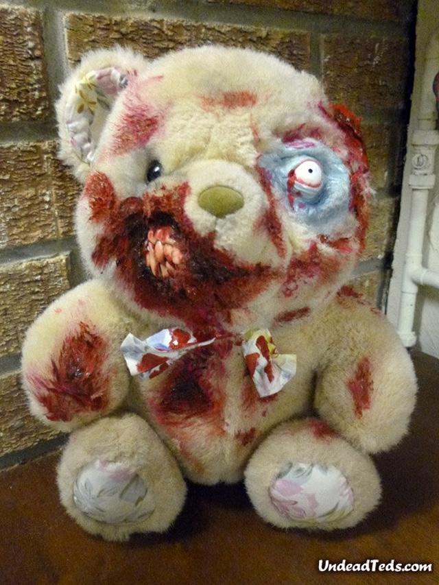 pluszowe-zombie-maskotki-krwawe-01