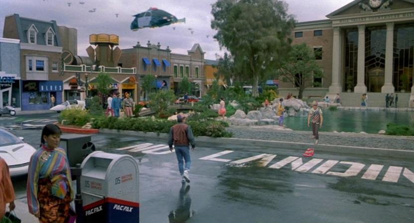 """Rok 2015. Marty próbuje się odnaleźć w Hill Valley przyszłości (""""Powrót do przyszłości II"""" z 1989 roku)"""