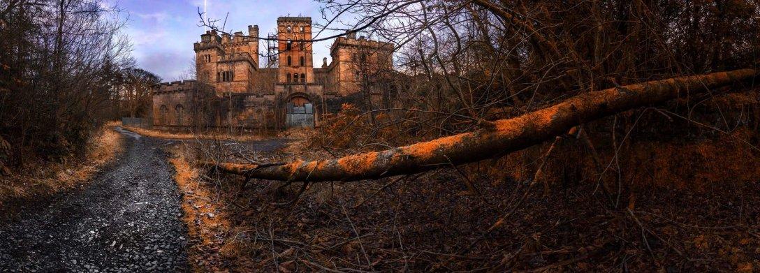 Zamek Lennox, które sam fotograf nazywa najstraszniejszym miejscem, w jakim kiedykolwiek był. Może dlatego, że mieścił się tutaj również szpital. (fot. Remigiusz Latek)