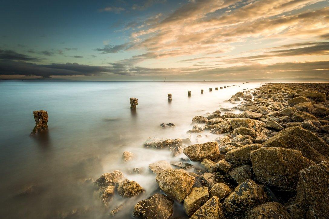 Szkockie wybrzeże opodal miejscowości Irvine. Zdjęcie o długim czasie naświetlania. (fot. Remigiusz Latek)