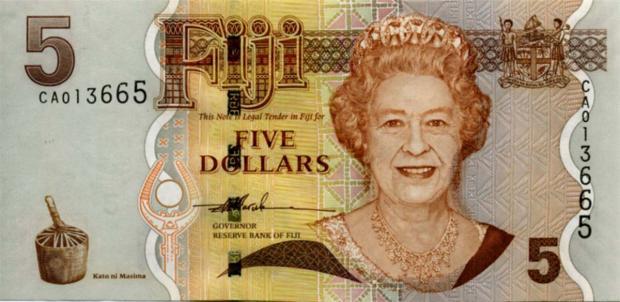5 dolarów fidżyjskich. Wiek: 73 lata