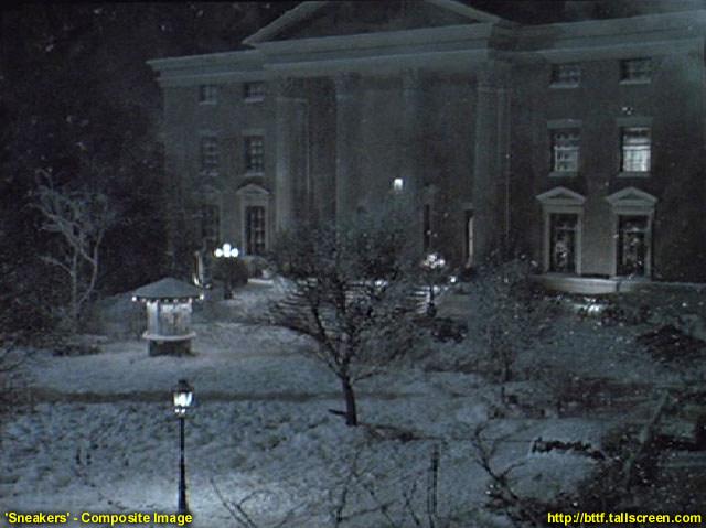 """Rok 1992 i film """"Włamywacze"""". Zdjęcie złączone z kilku w celu pokazania całego budynku, który tym razem został przemianowany na college"""