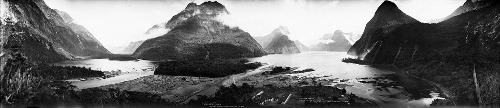Rzeka Arthur, MitRzeka Arthur, Mitre Peak i Milford Sound, około 1923-1928 r.re Peak i Milford Sound, ca. 1923-1928