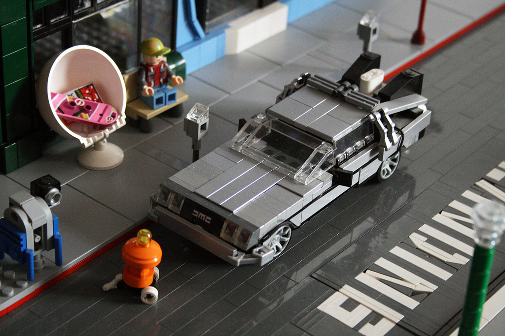Back-to-the-Future-II-Lego-08