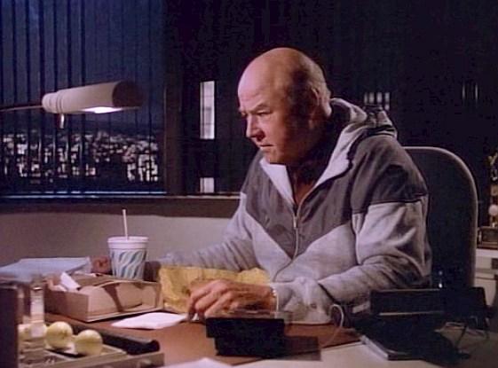 Ale to nie Angus zajadał się fast-foodami. Pete Thornton (w tej roli aktor o dziwnie brzmiącym imieniu Dana) świetnie go zastępował.