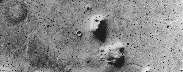 Jak czytamy w polskiej wiki, wielu ludzi uznaje formację za twór sztuczny, uważając ją za wytwór starożytnej, wysoko zaawansowanej kosmicznej cywilizacji, której członkowie mieli skolonizować Ziemię.