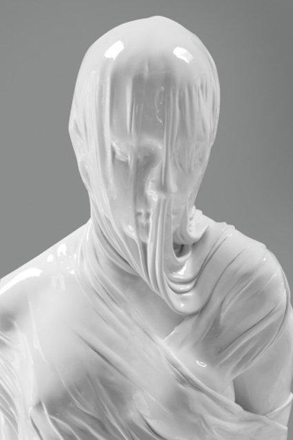 Kobieta owinięta tkaniną, XX wiek (autor: Kevin Francis Gray)