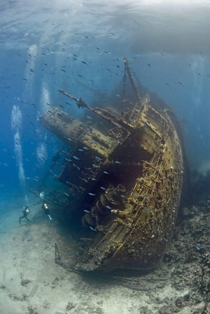 Chociaż z drugiej strony nie oglądalibyśmy zdjęć takich jak to wraku statku w Morzu Czerwonym.