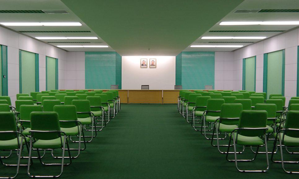 Sala konferencyjna w Korei Północnej (fot. Oliver Wainwright)