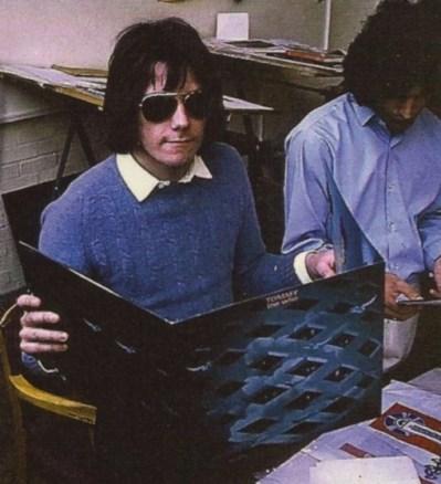 To ten pan w okularach na zdjęciu z Freddiem.