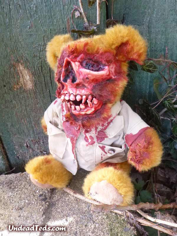 pluszowe-zombie-maskotki-krwawe-09