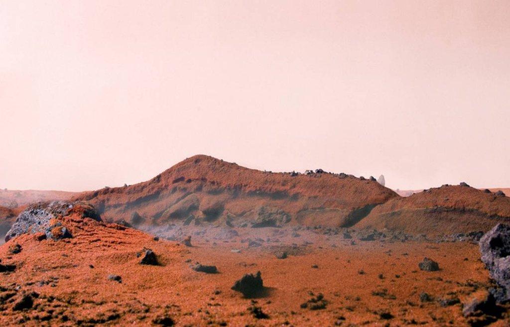 Powierzchnia Marsa wykonana z 5,5 kg papryki, cynamonu, gałki muszkatołowej, chili i węgla drzewnego.