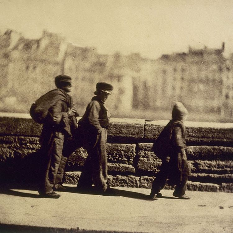 Charles Nègre (1820 – 1880). Les ramoneurs en marche, Paris. Photographie, entre 1851 et 1852. Paris, musée Carnavalet. © Charles Nègre / Musée Carnavalet / Roger-Viollet