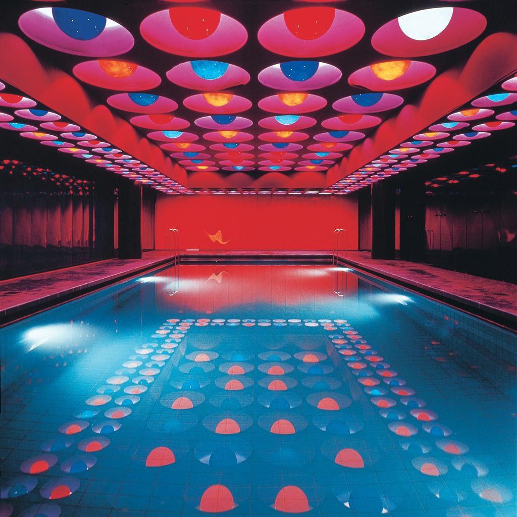 Hotelowy basen (fot. ScroogeMcDuckII)
