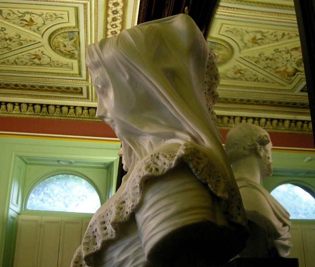 Elizabeth Ackroyd w welonie. Rzeźba z XIX wieku.