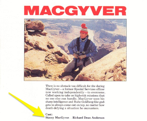Oraz czapki, którą nosił na zdjęciach w materiałach promocyjnych