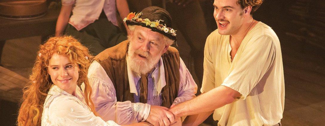 Drugi akt jest tak różny od pierwszego, że zdaje się, iż oglądamy dwie sztuki. W cenie jednej. (fot. Johan Persson/Kenneth Branagh Theatre Company/Garrick)