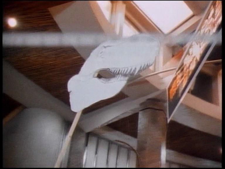 Tyranozaur z papieru pomagał aktorom w grze