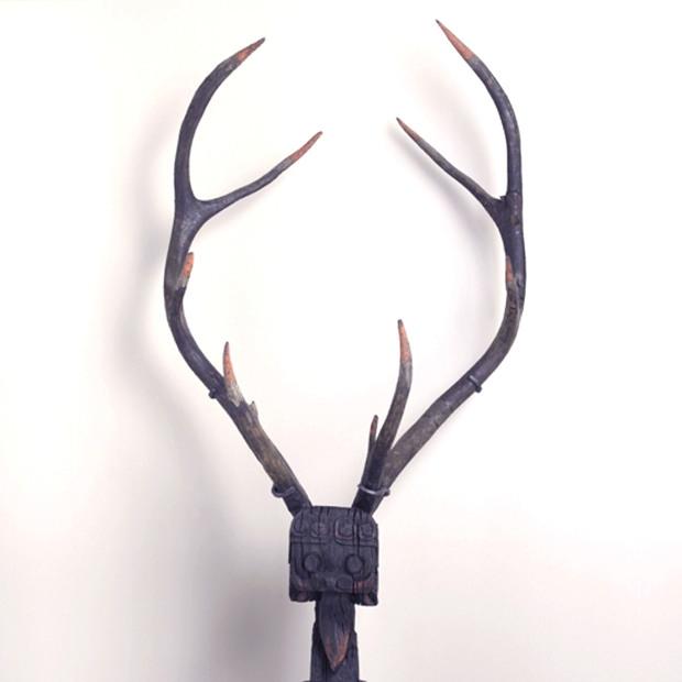 Animal monstrueux gardien de tombe 椆ऽْ. Bois. Paris, musée Cernuschi. © E. Emo et Cl.Tachdjian / Musée Cernuschi / Roger-Viollet